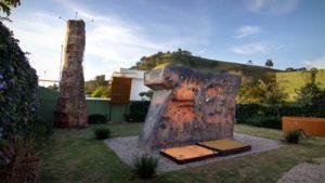 Réplica da Pedra do Baú, na área externa do Espaço BBloc