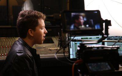 Jovem talento musical, cantor Paulo Bentes transforma as dificuldades da adolescência em composições artísticas
