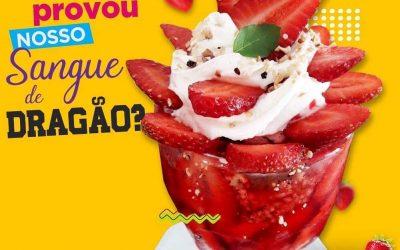 A sobremesa Sangue de Dragão da Koori Sorvetes, em Taubaté, reúne muito morango e sorvete artesanal